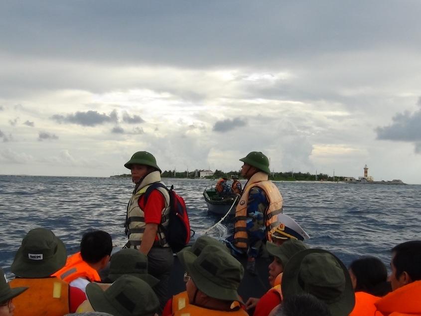 Vào đảo Sinh Tồn