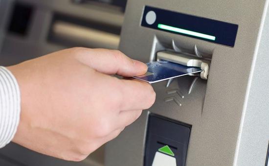 NHNN yêu cầu các ngân hàng giảm hạn mức rút tiền để phòng rủi ro thanh toán thẻ