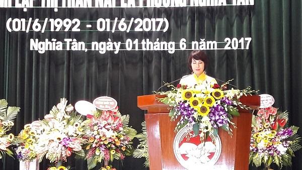 Chủ tịch UBND phường Nghĩa Tân, Vũ Thị Thủy phát biểu tại Lễ kỷ niệm 25 năm ngày thành lập phường.