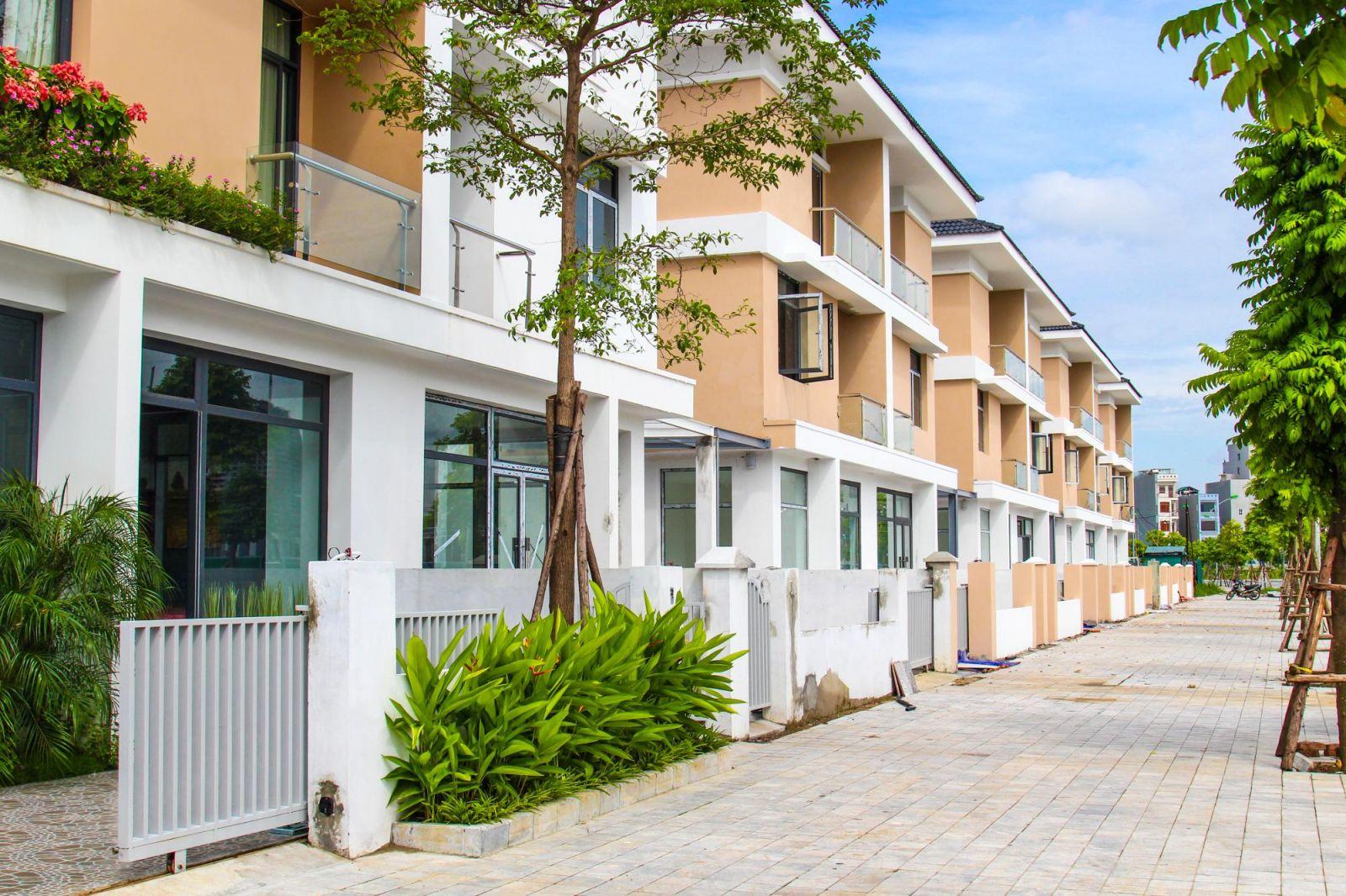 Nhiều biệt thự thương mại An Phú Shop-villa đang trong quá trình đi vào hoàn thiện.