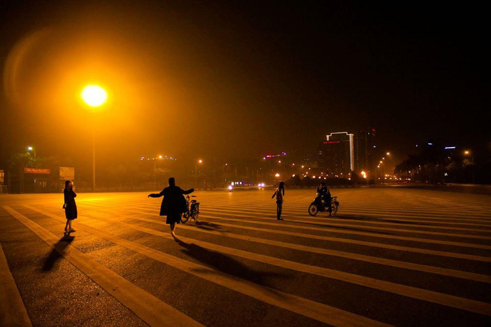Đêm Long Biên
