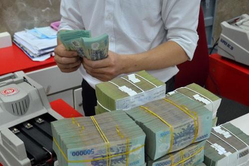 Nhiều ngân hàng đã nâng lãi suất tiền gửi lên trên 8%/năm Ảnh: Tấn Thạnh