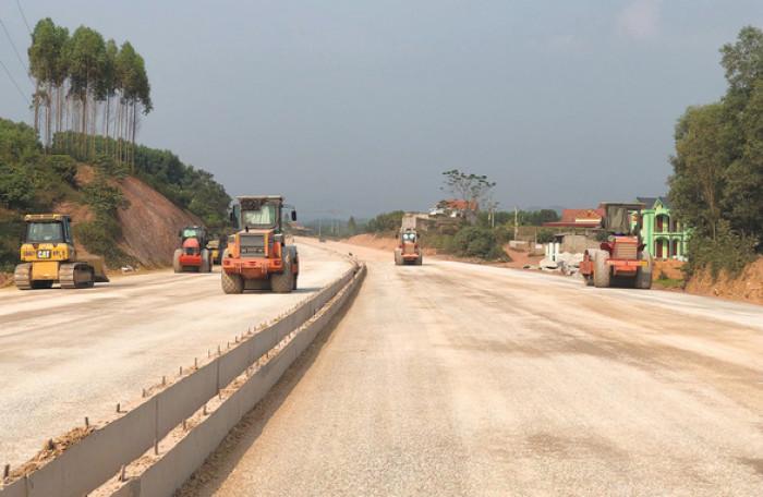 Thi công tuyến cao tốc Bắc Giang - Lạng Sơn.