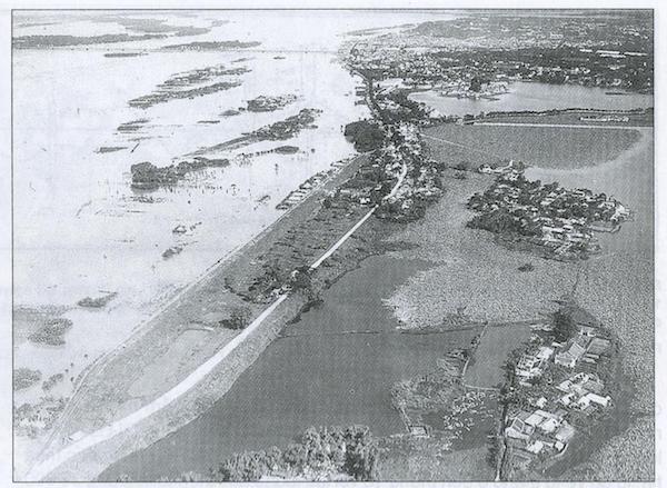 Sông Hồng mùa lũ năm 1930 - Quảng An và Nghi Tàm trở thành đảo nổi giữa mênh mông nước