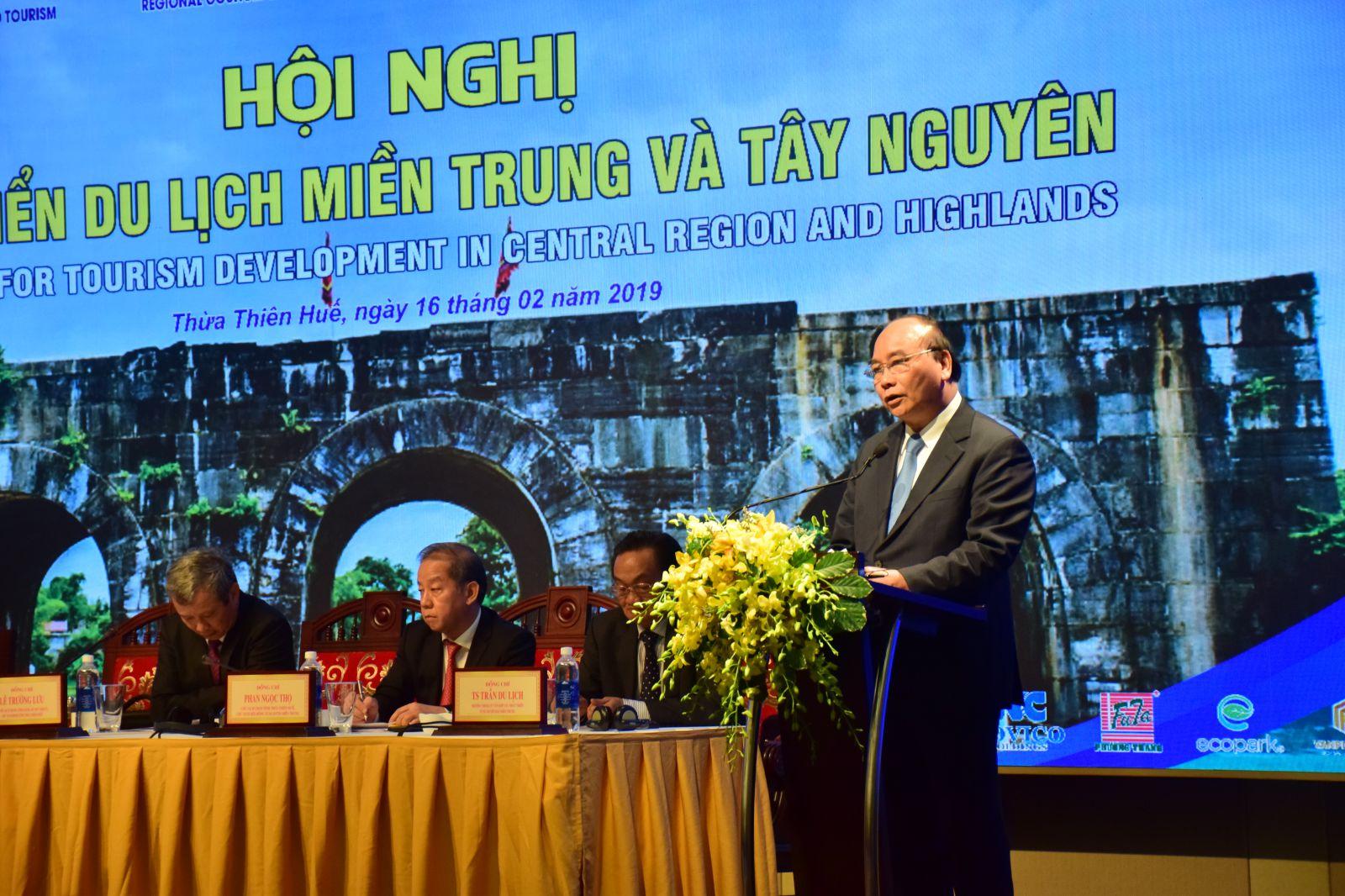 """Thủ tướng: """"Việt Nam sẽ mở cửa bầu trời, nâng cấp sân bay, cảng biển…"""""""