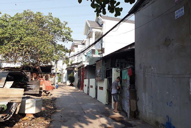 Tìm mua những căn nhà cũ trong hẻm để sửa chữa rồi bán lại được nhiều nhà đầu tư coi là cách đầu tư tốt
