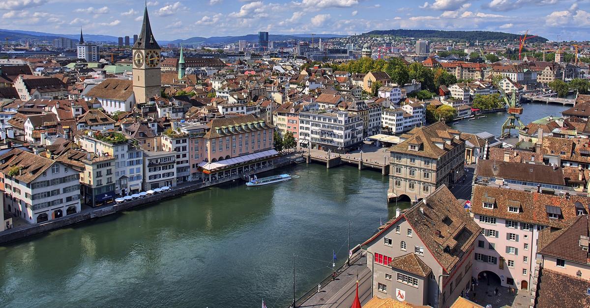 Khung cảnh thành phố Zurich trong lành, yên ả.