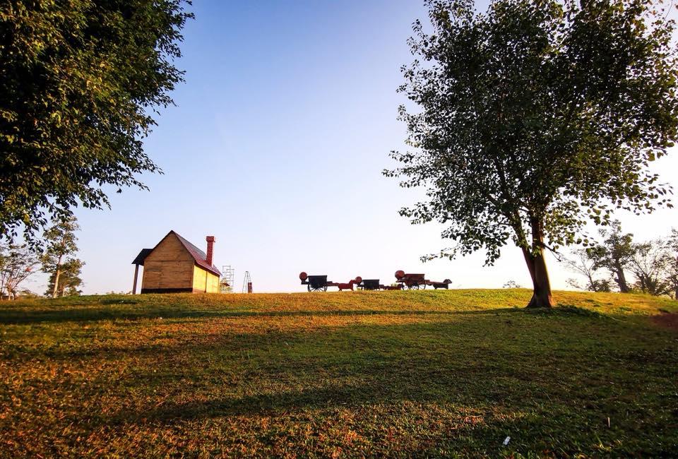Du khách đổ xô về Ecopark check in làng Bắc Âu siêu ảo diệu