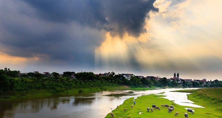 Có một dòng sông chảy ở lưng trời