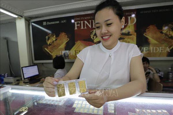 Giá vàng tăng cao do ngân hàng cắt giảm lãi suất