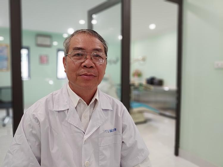 Bác sĩ Đặng Minh Vụ, cán bộ y tế phường Đông Ngạc -Quận Bắc Từ Liêm, về hưu được 5 năm. Ảnh: Thúy Quỳnh