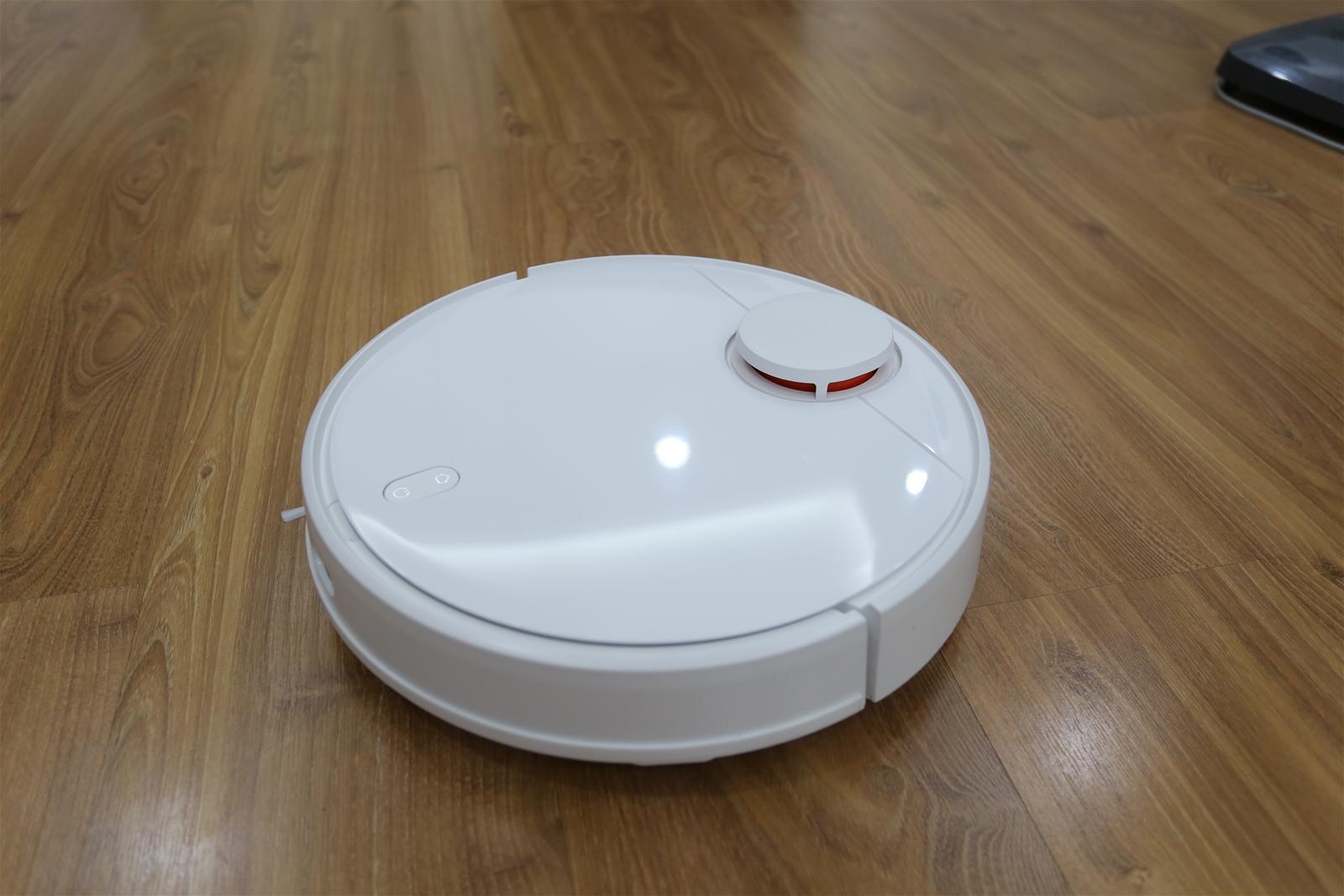 Robot Xiaomi hút bụi lau nhà sạch sẽ, thông minh