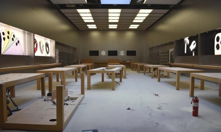 Cửa hàng Apple bị đập phá, cướp sạch đồ