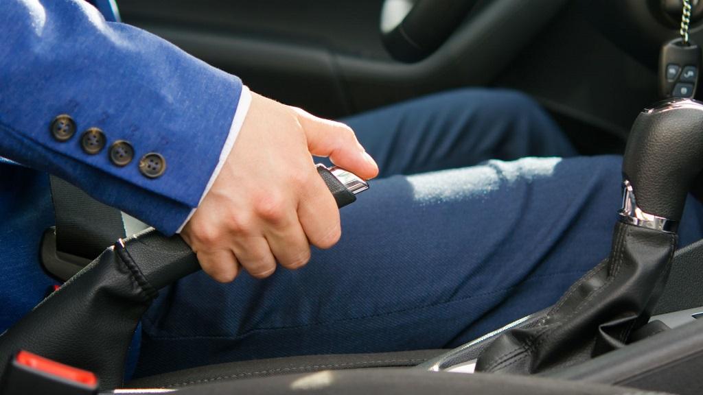 Lưu ý khi sử dụng phanh tay khi đỗ xe
