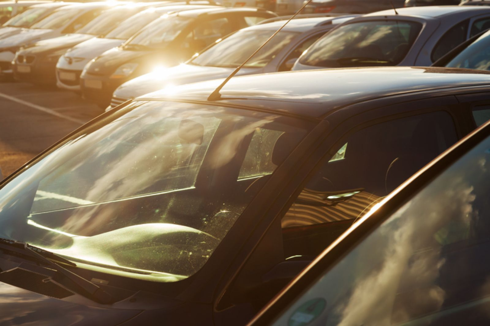 Nắng nóng đỉnh điểm nguy hại đến ôtô như thế nào