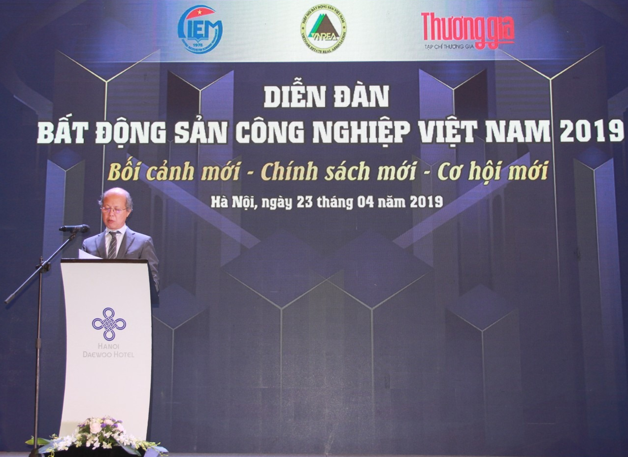Mr. Nguyen Tran Nam delivered the opening speech at the forum.